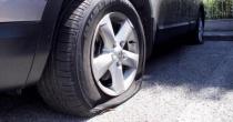 Il trucco della ruota bucata: vittime soprattutto donne e anziani