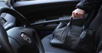 Attenzione alla truffa nei parcheggi dei supermercati: rubano borse e buste della spesa